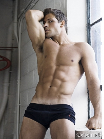 steve-boyd-model-shirtless-06052011-91-435x580